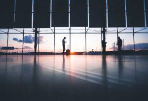 Jakie środki bezpieczeństwa należy zachować w podróży służbowej?