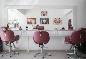 Otwarcie fryzjera, kosmetyczki, kawiarni. Jak ma wyglądać rzeczywistość na przedostatniej prostej przed powrotem do normalności?