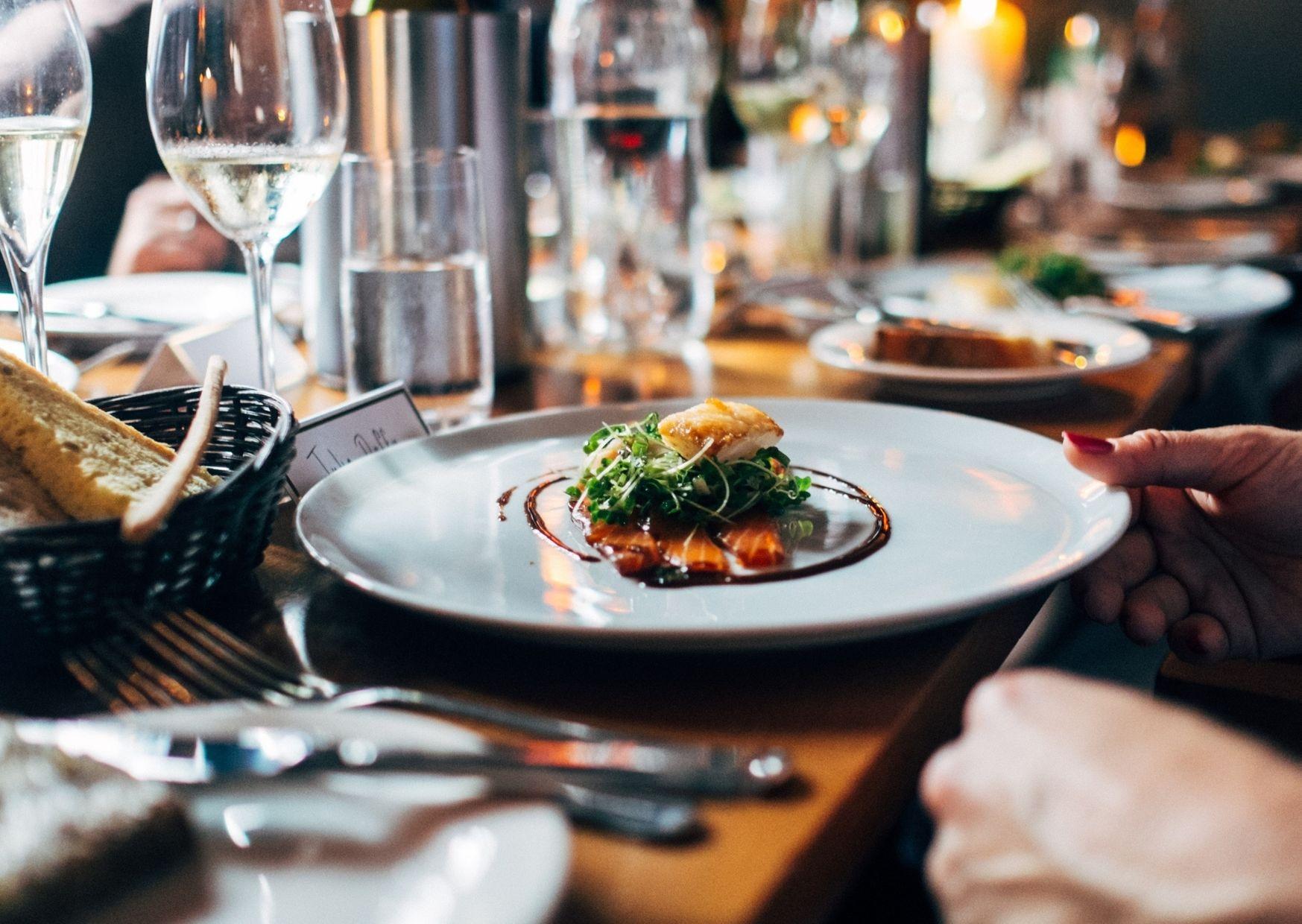 Czerwone światło dla gastronomii. Co z branżą podczas kolejnej fali koronawirusa?